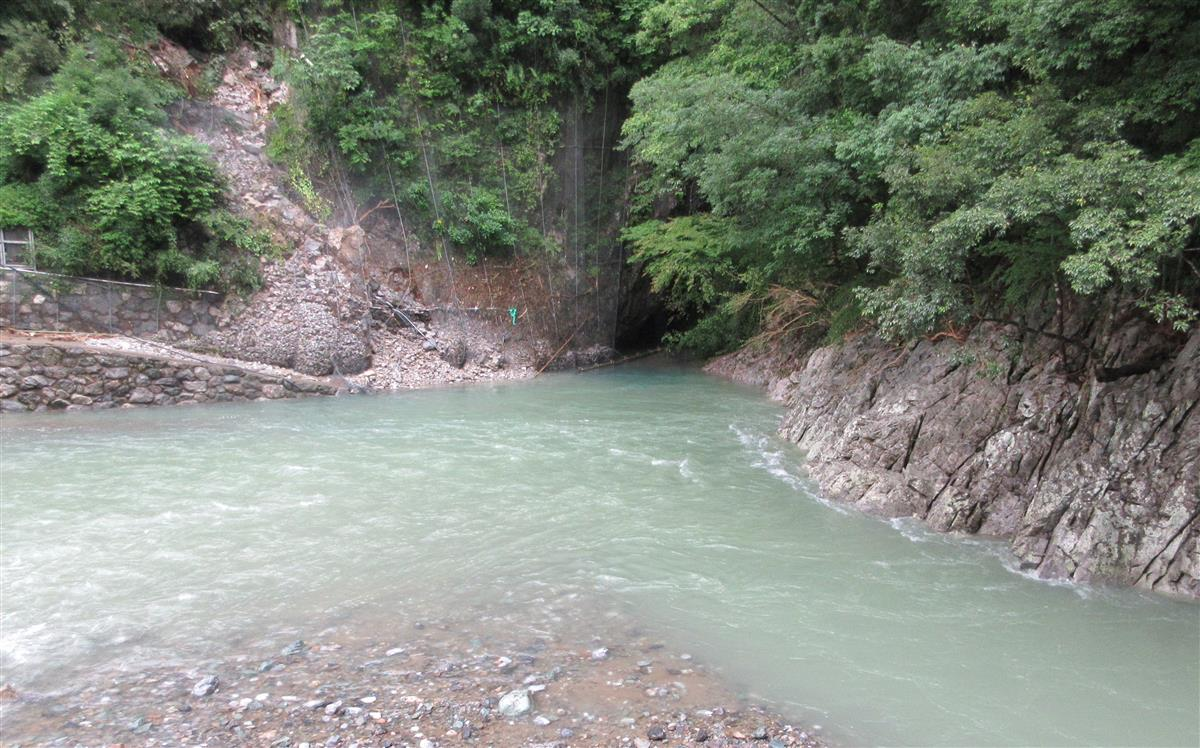 白滝公園鍾乳洞入り口通路